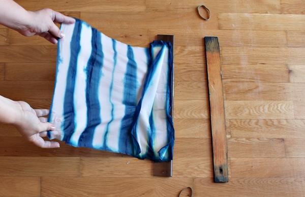 27-striped-silk-scarf-unfold
